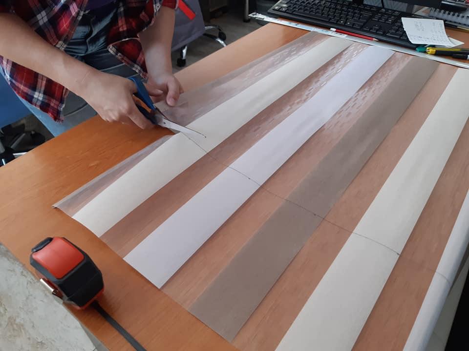 Taierea materialului textil la rolete